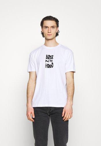 BOYS IN THE HOOD CAR PHOTO TEE - Print T-shirt - white