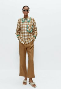 Uterqüe - MIT VICHYKAROS  - Button-down blouse - camel - 1