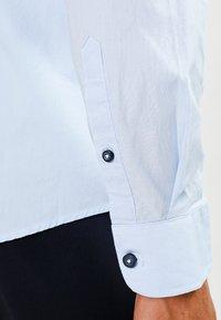 Zalando Essentials - Camisa - light blue - 4