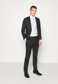 OLYMP Level Five - BODY FIT - Formal shirt - weiß - 1