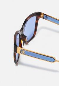 Tory Burch - Sluneční brýle - dark wood - 2