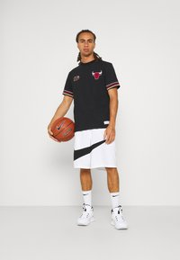 Mitchell & Ness - NBA CHICAGO BULLS FINAL SECONDS TEE - Club wear - black - 1