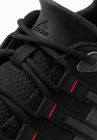 adidas Performance - TERREX SWIFT SOLO - Bergschoenen - grey six/core black/scarlet - 5