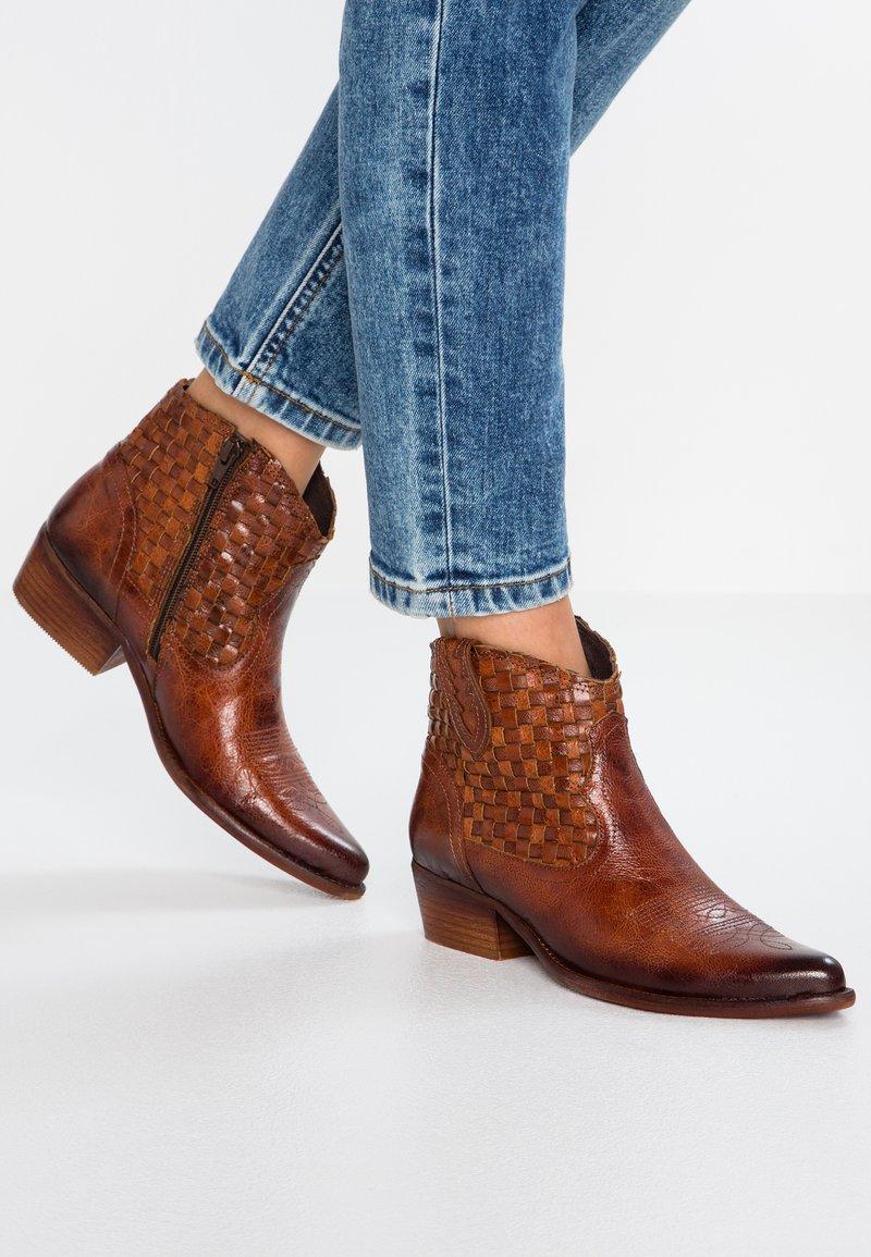 Felmini - WEST - Ankle boots - vega azafran