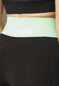 ONLY PLAY Petite - ONPMANON TRAINING - Shorts - black/green ash/white iridesce - 4