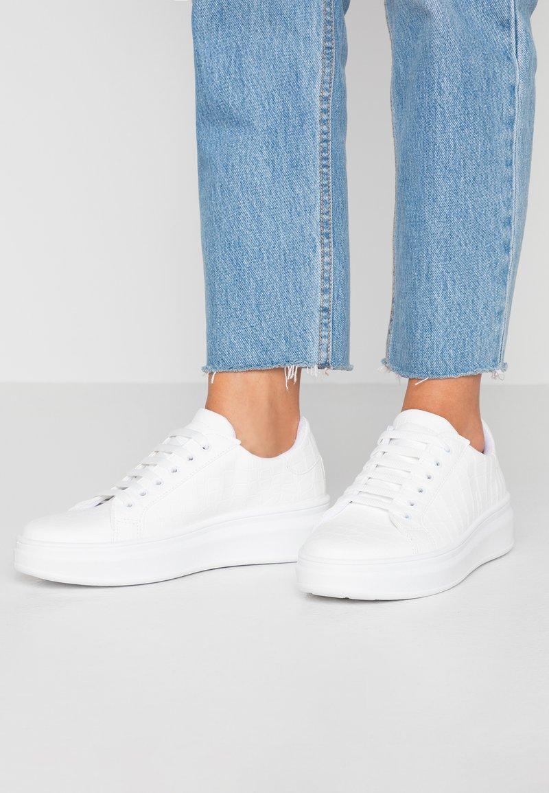 Topshop - CUBA TRAINER - Sneakersy niskie - white