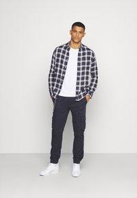 Burton Menswear London - LONG SLEEVE CHECK - Skjorta - navy - 5