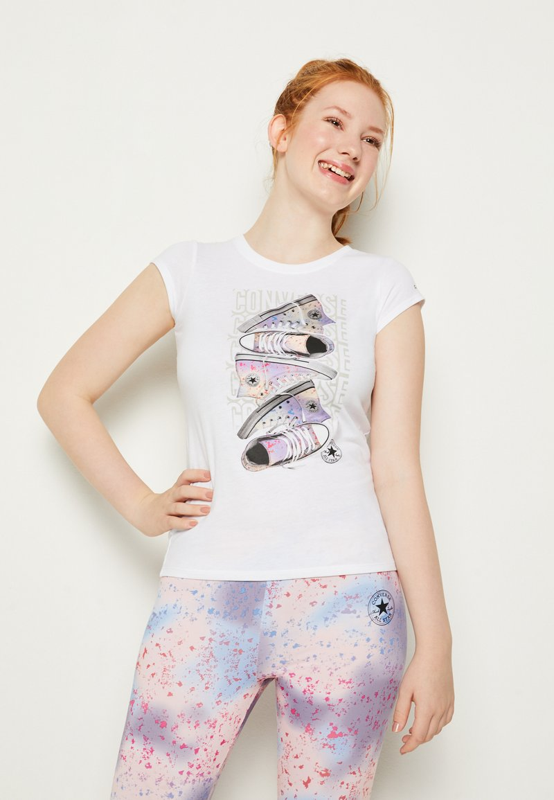 Converse - LET IT GLOW SNEAKER STACK TEE - T-shirt con stampa - white