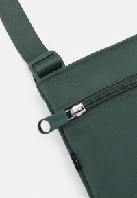 Calvin Klein Jeans - MICRO FLATPACK UNISEX - Sac bandoulière - green - 3