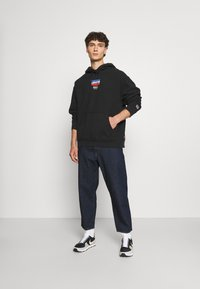 Levi's® - RELAXED GRAPHIC - Hoodie - black - 1
