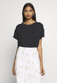 mbyM - Basic T-shirt - black - 0