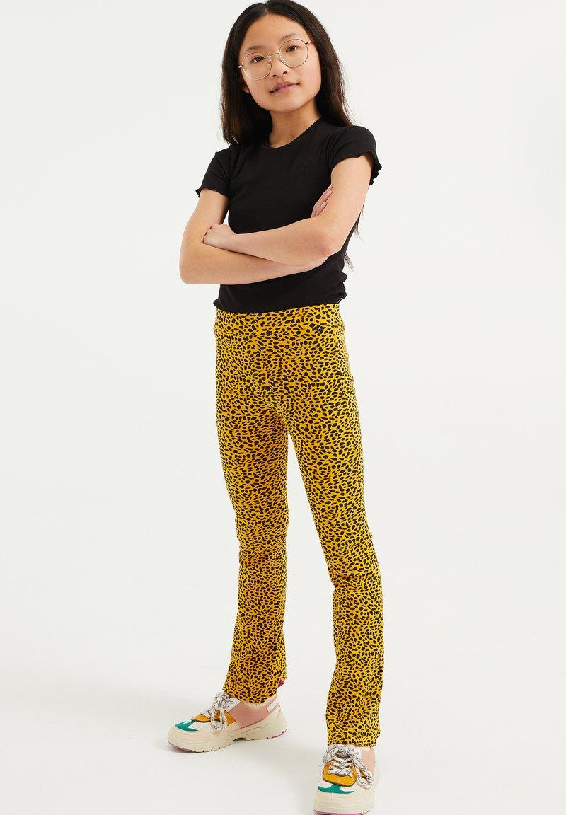 WE Fashion - Broek - yellow