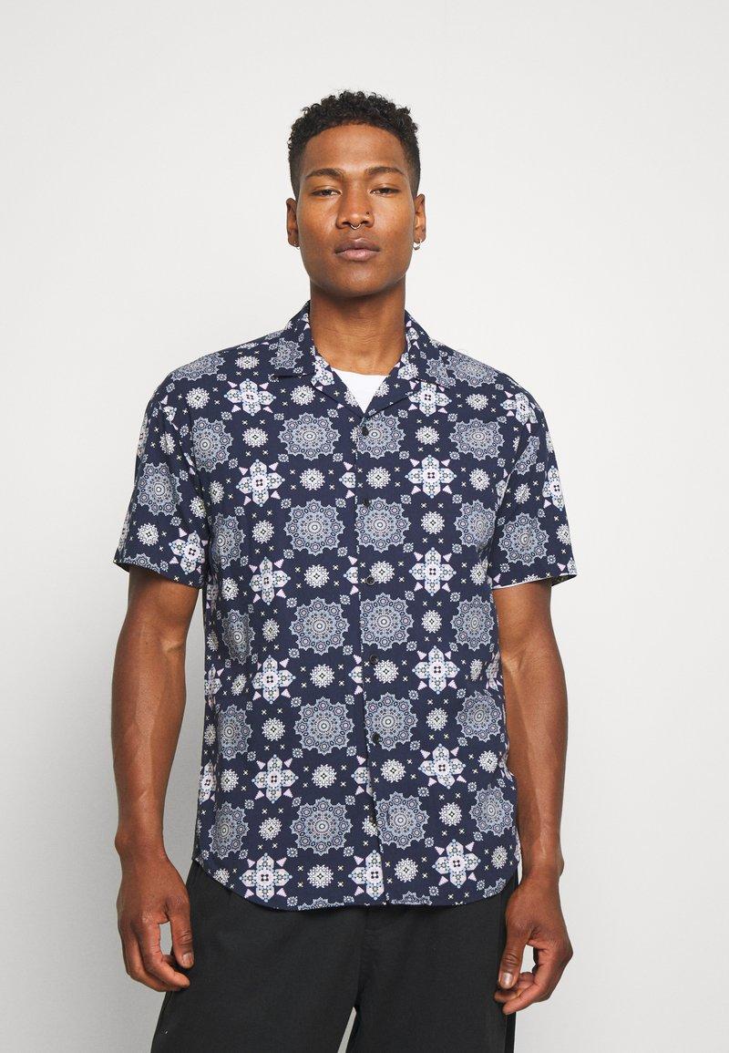 Jack & Jones - JORCASABLANCA RESORT SHIRT - Camicia - navy blazer