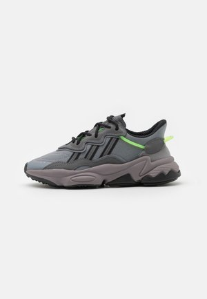 OZWEEGO UNISEX - Trainers - grey five/grey three/team solar green