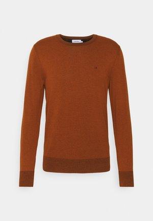 C NECK SWEATER - Jumper - gingerbread brown