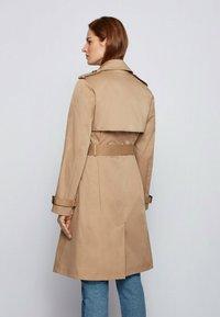 BOSS - CONRY - Trenchcoat - beige - 2