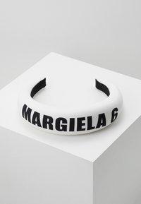 MM6 Maison Margiela - Hair Styling Accessory - white - 0