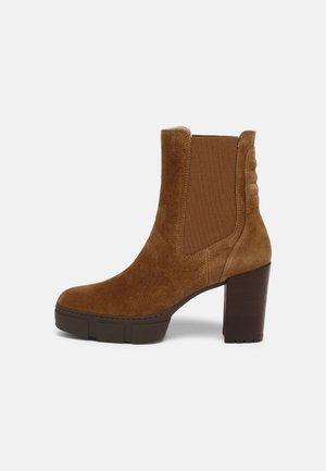 KUBEL - Kotníkové boty na platformě - tanger