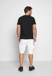 Alpha Industries - Shorts - white - 2