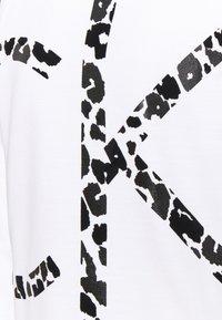 Calvin Klein - LEOPARD CNECK - Sweatshirt - bright white - 2