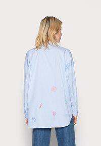 Résumé - GREY SHIRT - Button-down blouse - sky - 2