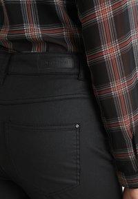 JDY - JDYELYN COATED - Jeans Skinny Fit - black - 5