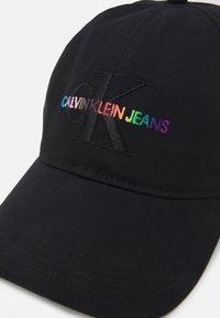 Calvin Klein Jeans - PRIDE MONOGRAM UNISEX - Cap - black - 3