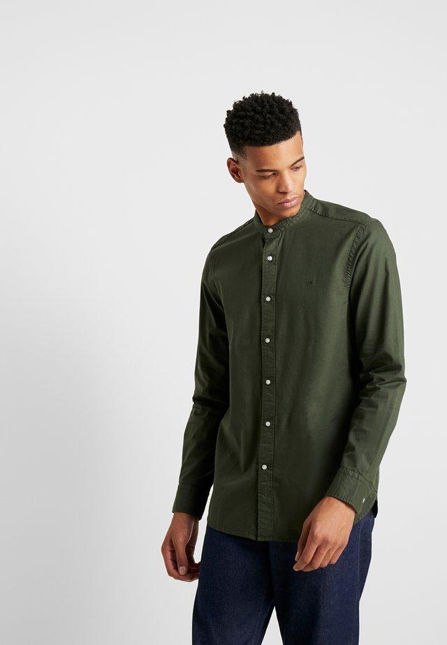 STAND COLLAR GARMENT DYE SHIRT - Shirt - green