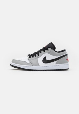 AIR 1 - Sneakersy niskie - light smoke grey/gym red/white/black