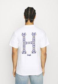 HUF - MOROCCAN CLASSIC TEE - Print T-shirt - white - 2