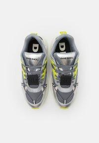 Diesel - S-SERENDIPITY LC EVO - Sneakers basse - grey/silver/lemon - 3