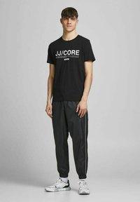 Jack & Jones - Print T-shirt - black - 1