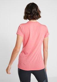 Salewa - SOLID TEE - Print T-shirt - rouge red melange - 2