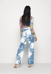 Jaded London - PRINTED SLOUCHY FIT CLOUD PRINT - Straight leg jeans - blue/white - 2