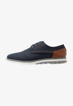 SANDMAN - Zapatos con cordones - dark blue/cognac