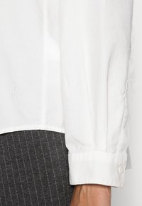 Marc O'Polo - BLOUSE LONG SLEEVED STYLE - Button-down blouse - white sand - 3