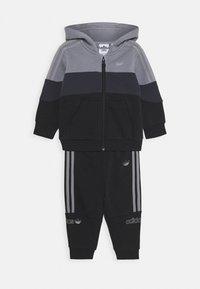 adidas Originals - HOODIE SET - Trainingspak - grey/black - 0