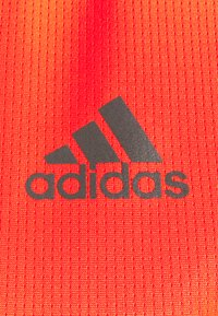 adidas Performance - OWN THE RUN TEE - T-shirts med print - app solar red - 2