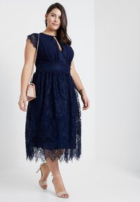 TFNC Curve - EXCLUSIVE FILLY MIDI DRESS - Gallakjole - navy