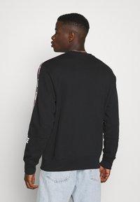 Nike Sportswear - REPEAT CREW  - Mikina - black - 2