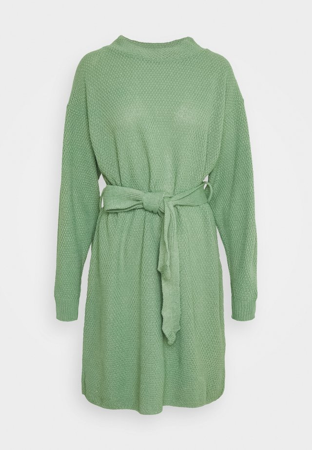 MINI DRESS LONG SLEEVES AND TIE BELT - Gebreide jurk - sage