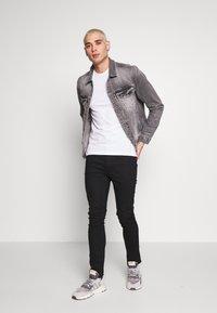 AllSaints - TONIC CREW 3 PACK - Basic T-shirt - optic/black/grey - 0