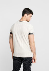 Kings Will Dream - CLIFTON - T-shirt med print - sand /white - 2