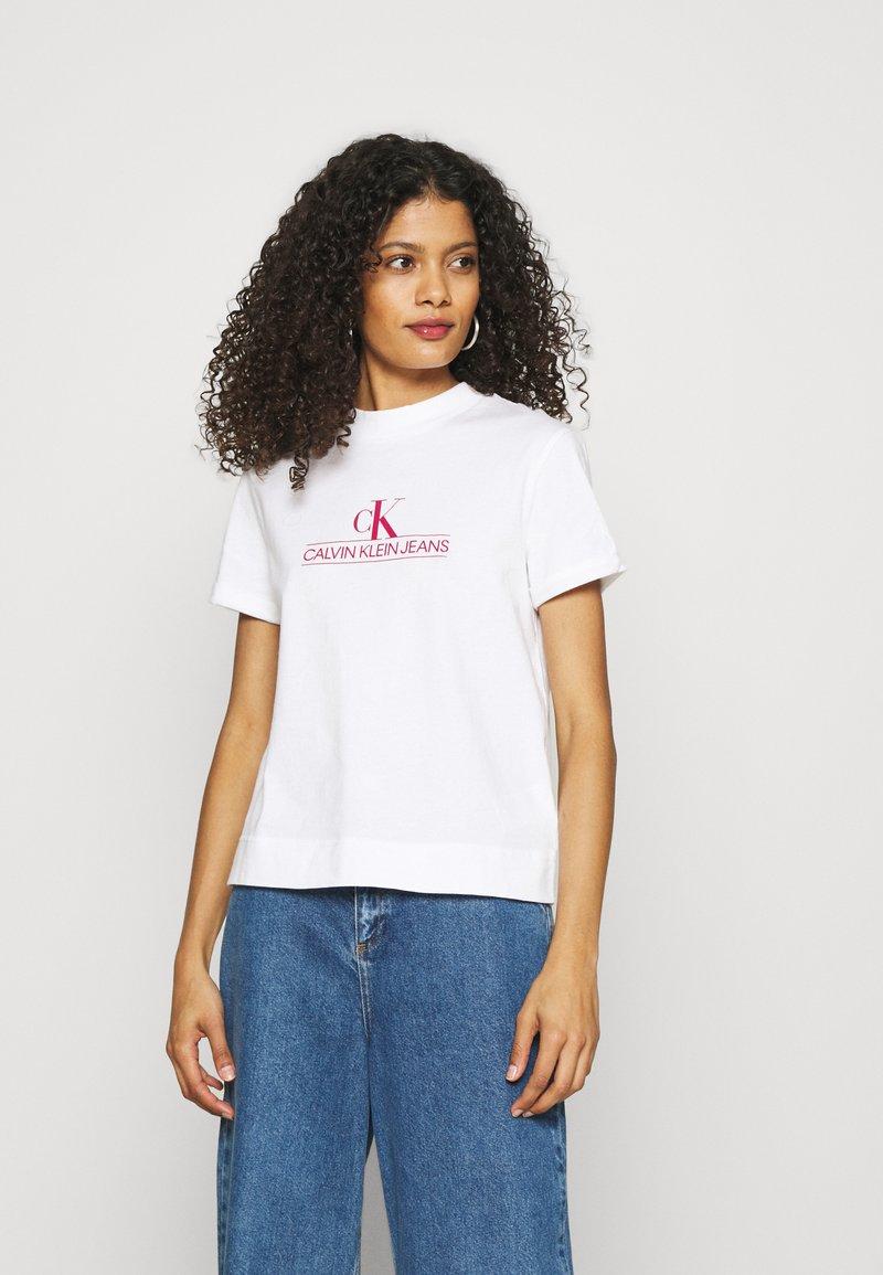Calvin Klein Jeans - ARCHIVES TEE - Print T-shirt - bright white