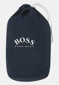 BOSS Kidswear - Vodotěsná bunda - navy - 3