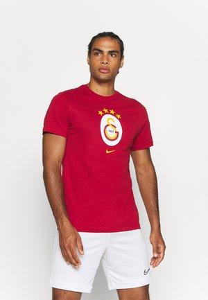 GALATASARAY ISTANBUL TEE EVERGREEN CREST - Club wear - pepper red