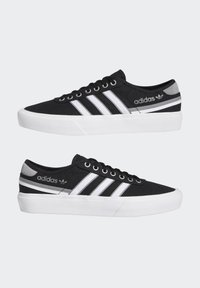 adidas Originals - DELPALA SHOES - Baskets basses - black/white - 6