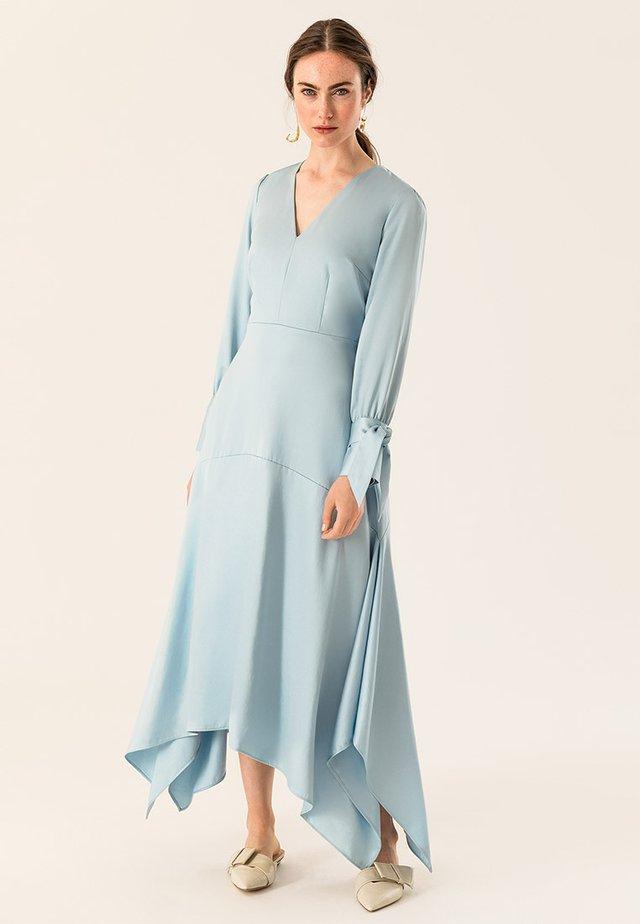Długa sukienka - iced blue