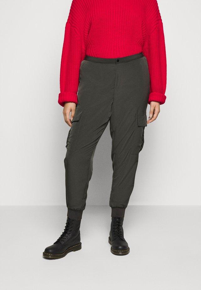 PANTS - Pantalon cargo - peat