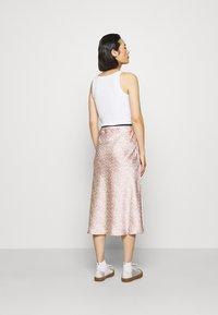ARKET - MAXI SKIRT - A-line skirt - orange/dusty light - 2